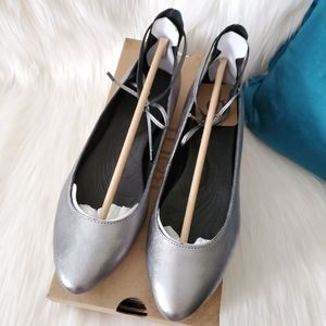 NEW Born Kharen Silver Leather Ankle Lace Flats